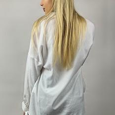 Balti marškiniai su kaspinėliais ant rankovių
