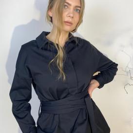 Juodos spalvos marškiniai su diržu
