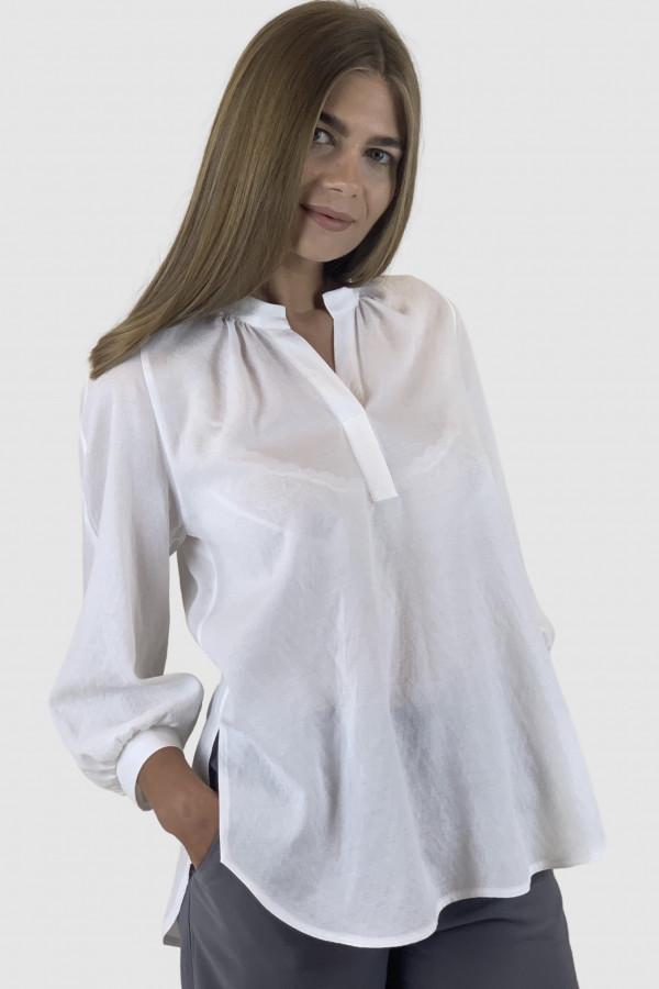 Baltos spalvos palaidinė