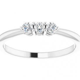 Sužadėtuvių žiedas su trimis briliantais