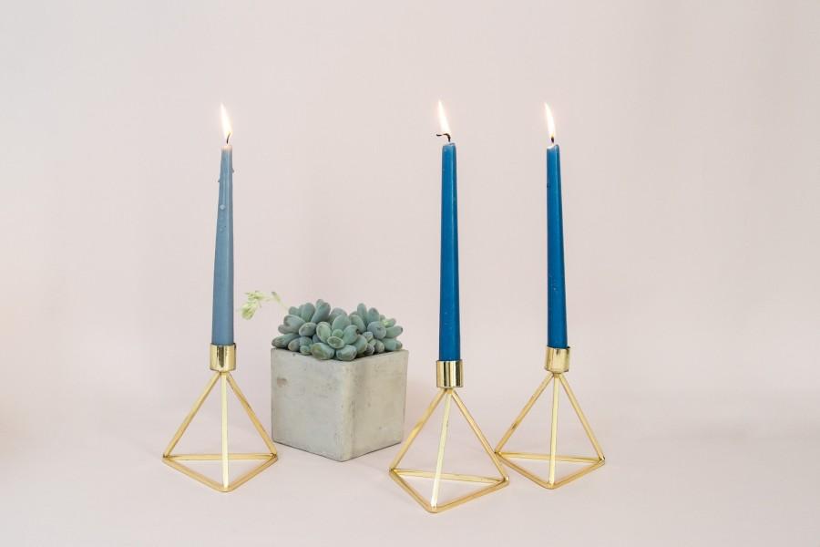 Blizgi aukso spalvos geometrinė žvakidė (Ž-54)